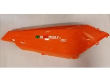 Pravý podsedlový plast oranžový New Maximus II