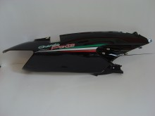 Pravý zadní boční plast černá 050